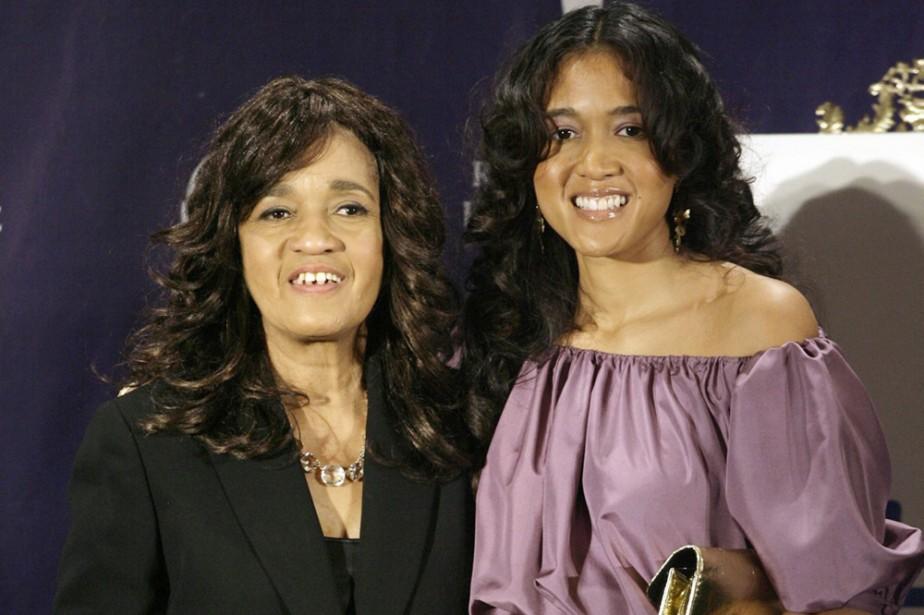 Estelle Bennett (à gauche) en compagnie de sa... (Photo: AP)