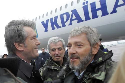Le président ukrainien, Viktor Iouchtchenko, a accueilli les... (Photo: AFP)