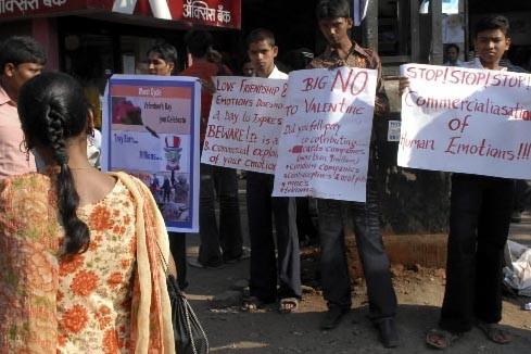 Les forces de police indiennes ont interpellé six membres d'un... (Photo Reuters)