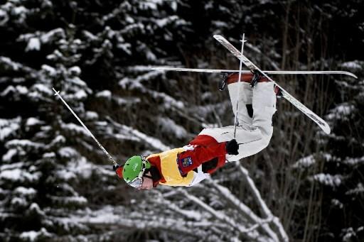 Alexandre Bilodeau dans les airs!... (Photo: AFP)