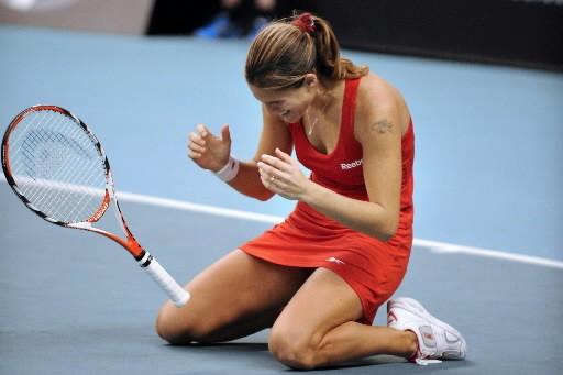 Amélie Mauresmo est tombée à genoux après avoir... (Photo: AFP)