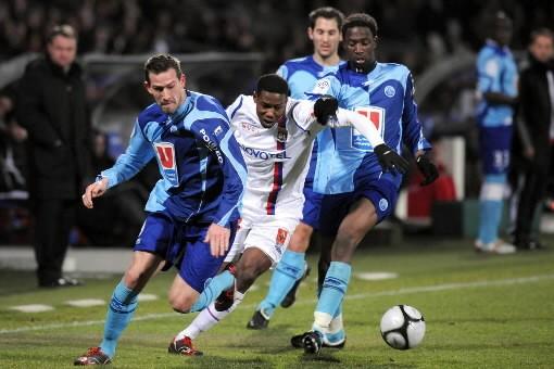 Lyon, en battant Le Havre (3-1) dans le match des extrêmes... (Photo: AFP)