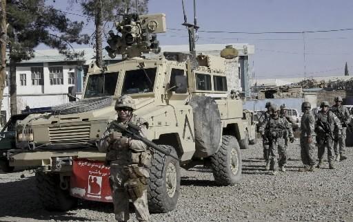 Un soldat américain monte la garde à Kandahar.... (Photo: AP)