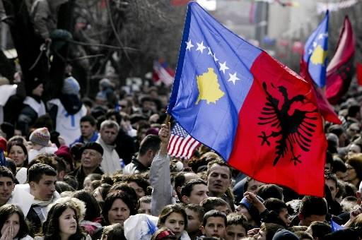 Des centaines de personnes sont rassemblés pour célébrer... (Photo: AFP)