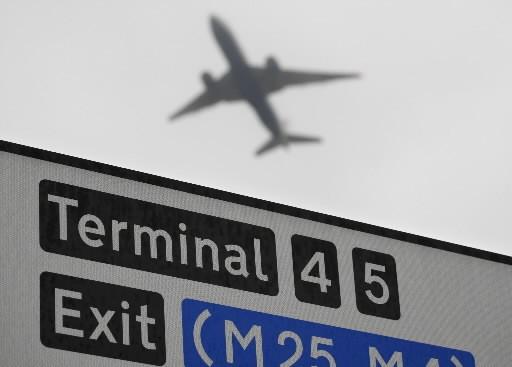 Un avion décollant de l'aéroport Heathrow à Londres.... (Photo: Agence France-Presse)