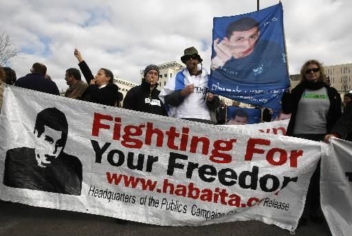 Des Israéliens manifestent pour la libération de Gilad... (Photo: AFP)