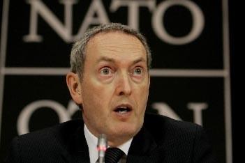 John Hutton, ministre britannique de la Défense... (Photo AP)
