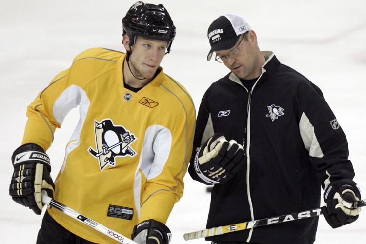 Le nouvel entraîneur des Penguins Dan Bylsma s'est... (Photo: AP)