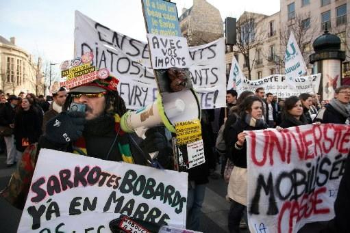 Plusieurs milliers de personnes ont manifesté jeudi à Paris pour... (Photo: AFP)