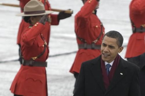 Barack Obama passe devant la garde d'honneur des... (Photo: André Pichette, La Presse)