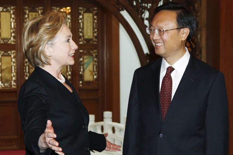 Hillary Clinton a rencontré son homologuechinois Yang Jiechi... (Photo: Reuters)