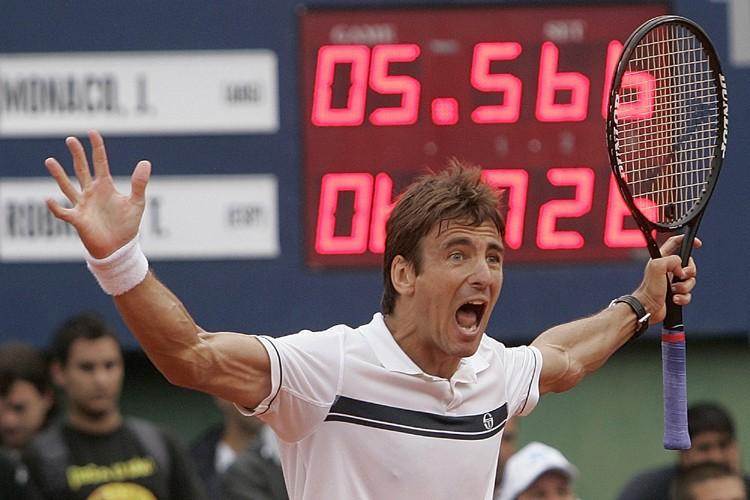 Tommy Robredo... (Photo: AP)