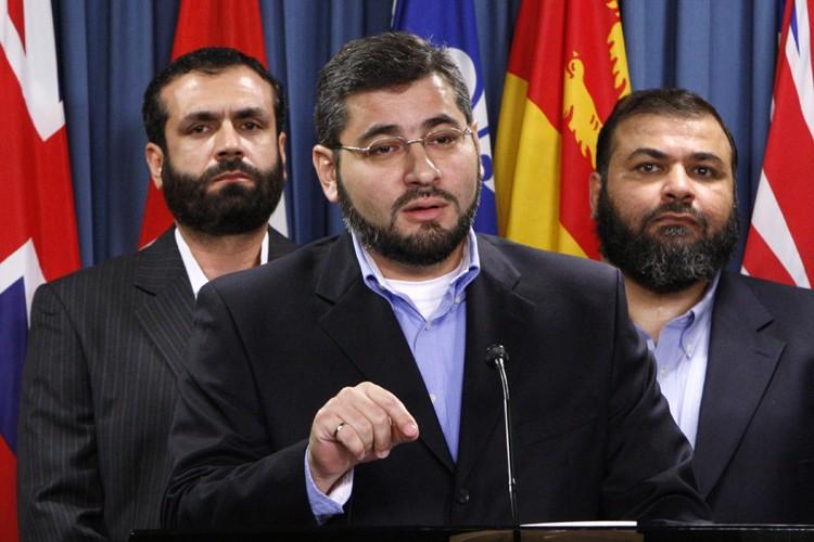 Abdullah Almalki, entouré de Muayyed Nureddinet deAhmad El... (Archives Reuters)