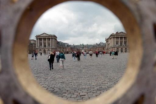 Le château de Versailles vu de la grille.... (Photo: archives La Presse)