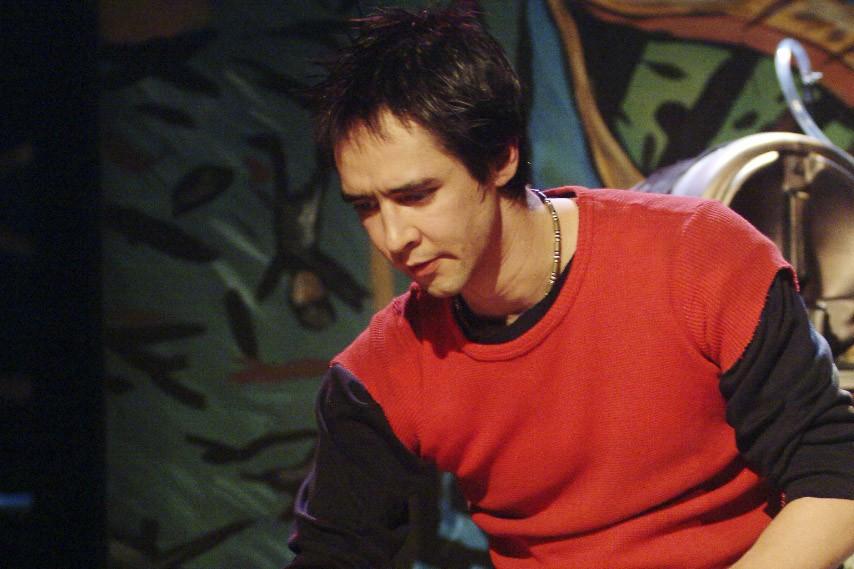 Dans EtiEn, le comédien Joachim Tanguay endosse le... (Photo: Josée Lambert)