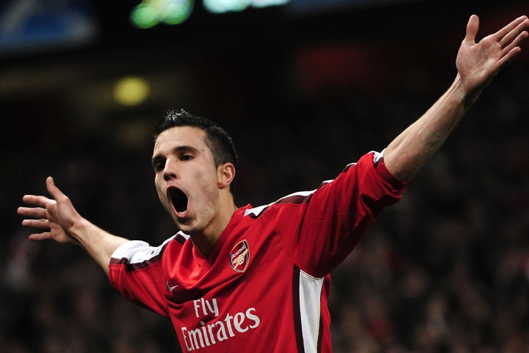 L'attaquant d'Arsenal, Robin van Persie... (Photo: Reuters)