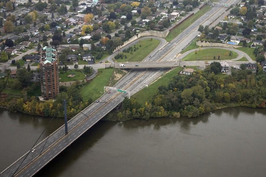 Des travaux de remplacement des joints de tablier du pont... (Archives La Presse)