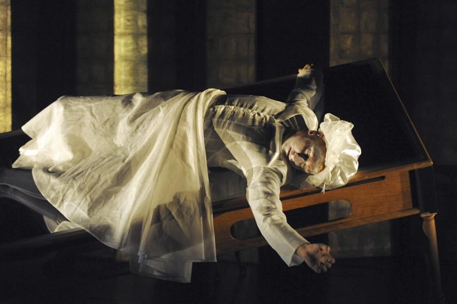 Dans Eonnagata, Robert Lepage se mesure à deux... (Photo: Érick Labbé, Le Soleil)