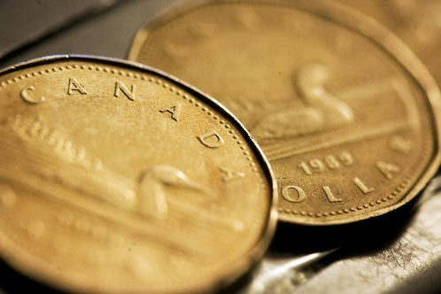 Le dollar canadien a clôturé à 89,45 cents US, en baisse de... (Photo: Reuters)