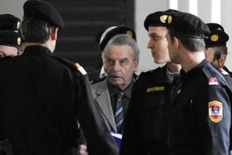 Josef Fritzl à son arrivée au palais de... (Photo: AFP)