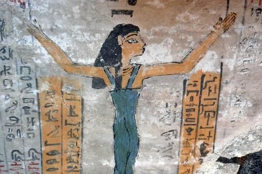 Une chambre funéraire ornée de peintures vieille de... (Photo: AFP)