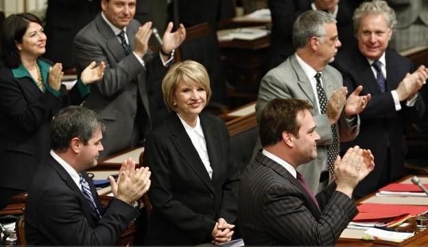La ministre des Finances, Monique Jérôme-Forget, est applaudie... (La Presse Canadienne)