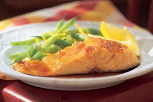 Saumon laqué à l'érable et au gingembre... (Photo: ricardocuisine.com)