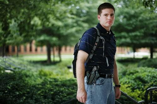 Andrew Dysart est en faveur du port d'armes... (Photo AP)