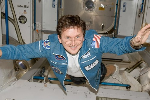 Le touriste spatial Charles Simonyi en apesanteur dansle... (Photo: AP)