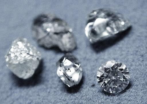 Les diamants, objets de conflits.... (REUTERS/Yves Herman)