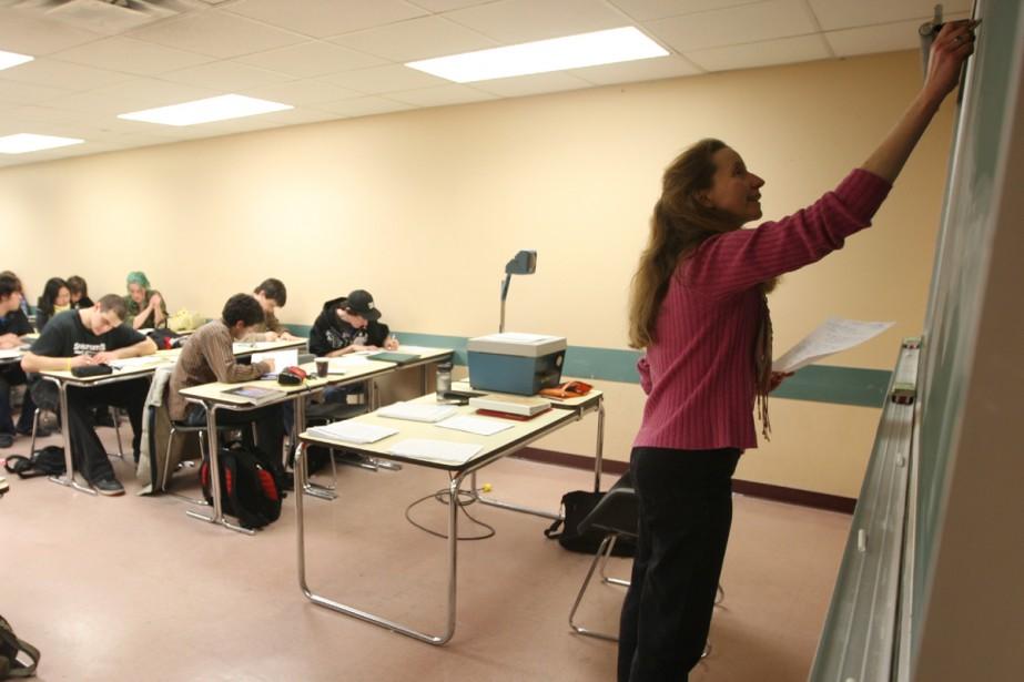 Près de 200 000 personnes étaient inscrites en formation... (Archives La Presse)