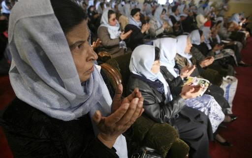 Des femmes afghanes en prière.... (AP Photo/Musadeq Sadeq)