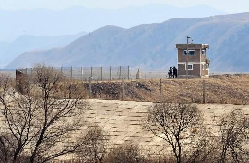 Un poste-frontière nord-coréen.... (Photo Frederic J. Brown, AFP)