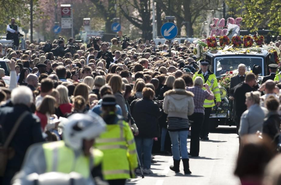 Des milliers de personnes ont assisté aux obsèques... (Photo: AFP)