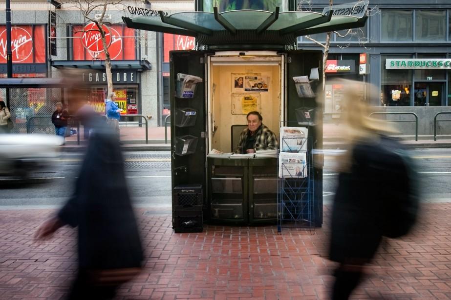 Ce vendeur de journaux de San Francisco a... (New York Times/Peter DaSilva)