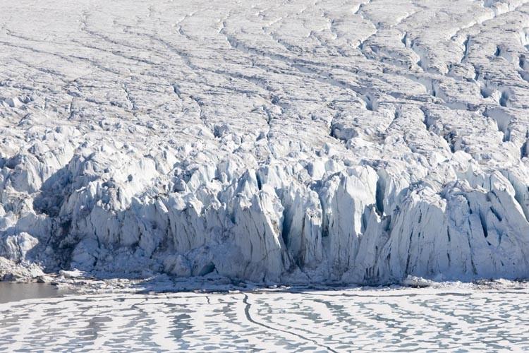Les glaces arctiques sont de plus en plus fragilisées par le... (Photo: AP)