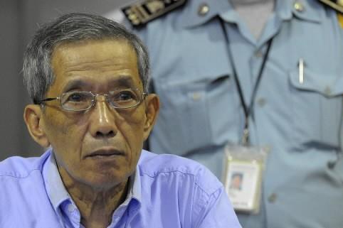 «Douch», ex-tortionnaire en chef du régime des Khmers... (Photo: AFP)