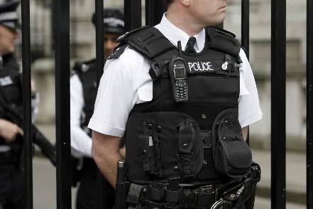 La police a effectué de nouvelles perquisitions en... (Photo: AP)