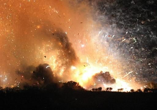 Une autre explosion d'usine de pétards...... (Photo AP/Yang Hsieh-cho)
