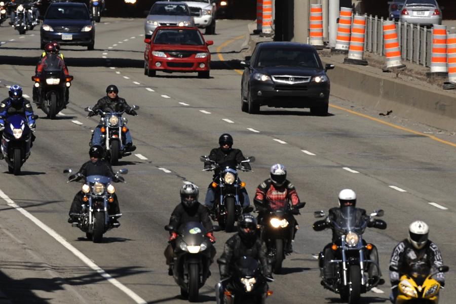 Des milliers de motocyclistes ont circulé à... (Photo: Bernard Brault, La Presse)