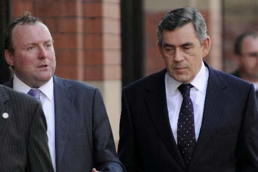 On voit ici Damian McBride (à gauche) avec... (REUTERS/Toby Melville)