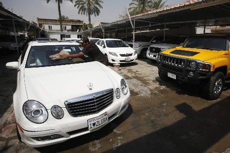 Pendant que le marché automobile s'effondre dans le monde, les... (Photo: AP)