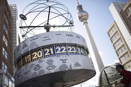 Le Plus Long Message Damour Du Monde Saffiche à Berlin
