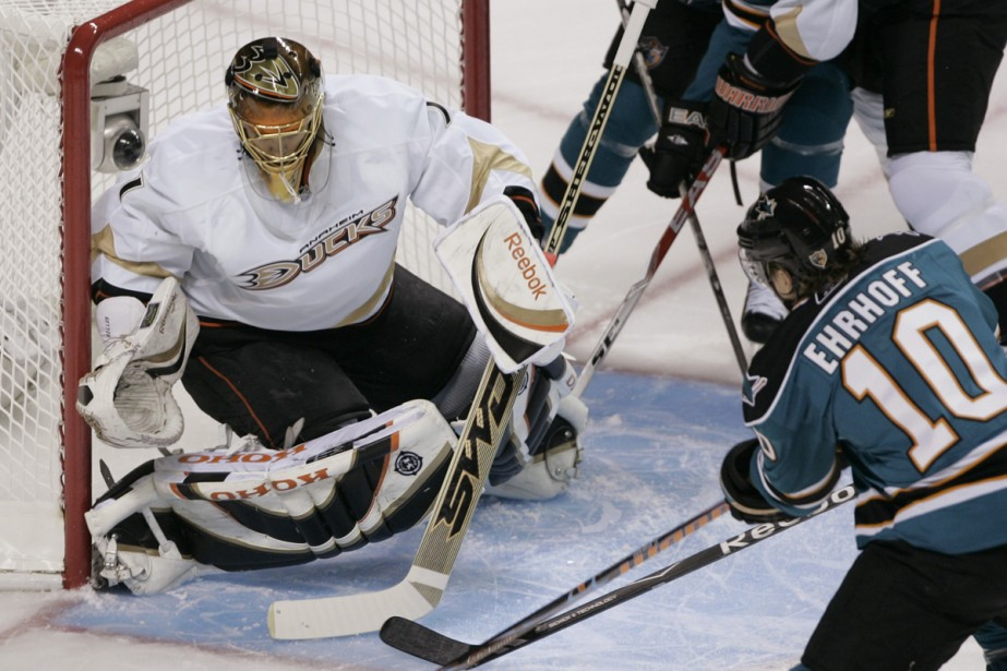 Jonas Hiller... (Photo: AP)
