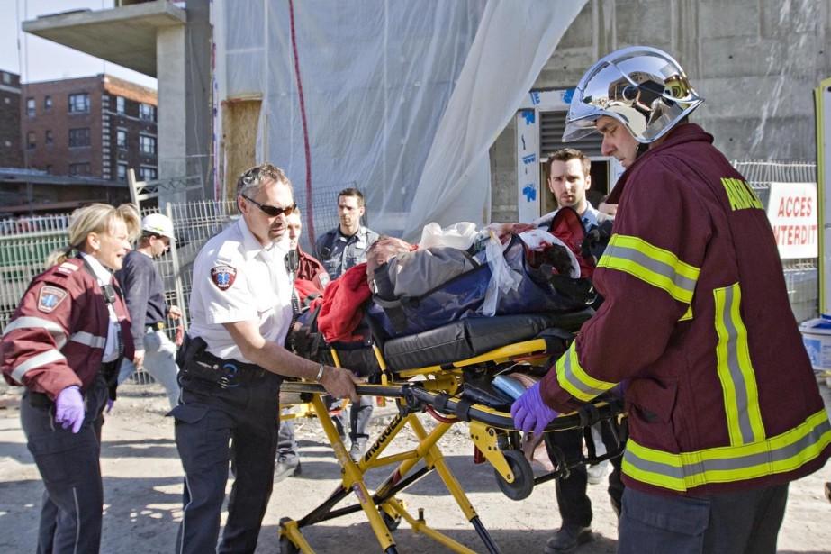 À l'arrivée des secours, l'employé blessé était conscient... (Photo: Patrick Sanfaçon, La Presse)
