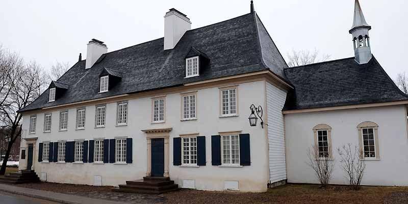 Le manoir Mauvide-Genest situé à Saint-Jean, Île d'Orléans,... (Photo Steve Deschênes, Le Soleil)