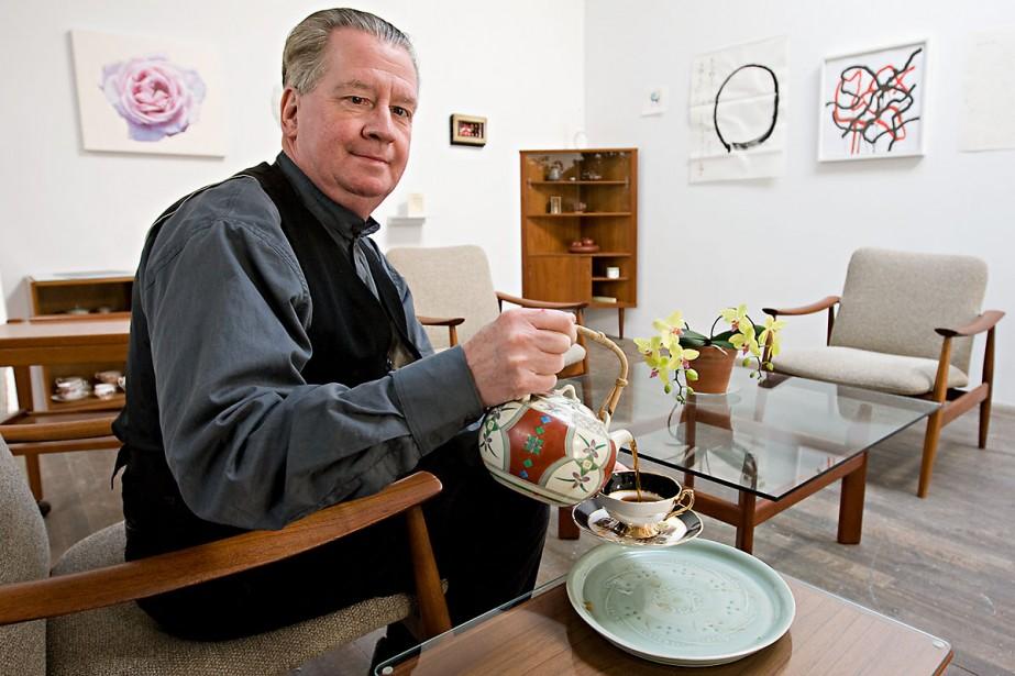 Bryan Mulvihill, calligraphe et spécialiste du thé, servira... (Photo: François Roy, La Presse)