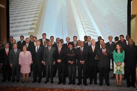 Les dirigeants des pays participants ont pris quelques... (Photo Yuri Cortez, AFP)