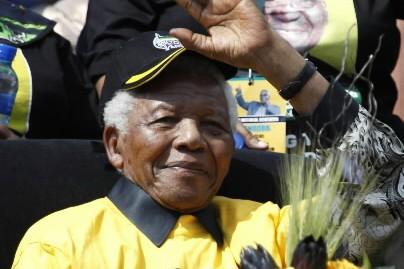 «Mandela! Mandela! Personne n'est comme toi», ont scandé... (Photo: AP)