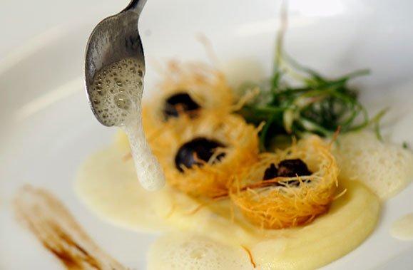 Nids d'escargots au gingembre en croûte de kadaîf... (Photo: Bernard Brault, La Presse)